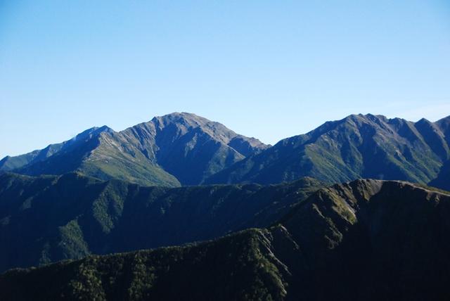 塩見岳からの間ノ岳.JPG