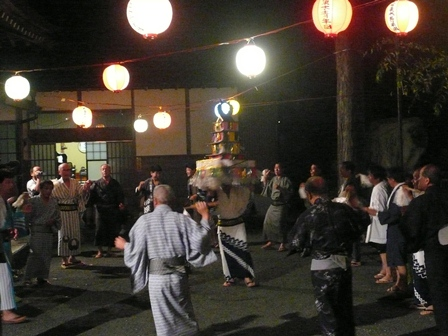Bon festival dance of Utogi. JPG