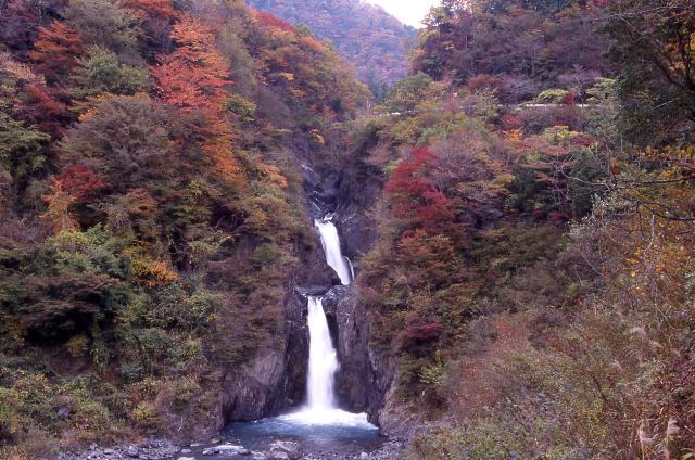 Waterfall of Akamizu. jpg
