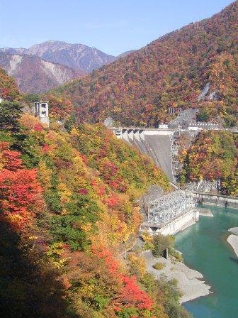 井川、畑薙水壩的紅葉。JPG