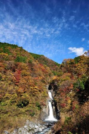 梅島、赤水的瀑布的紅葉。jpg