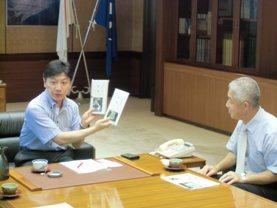 梅岛茶市长赠呈3.JPG
